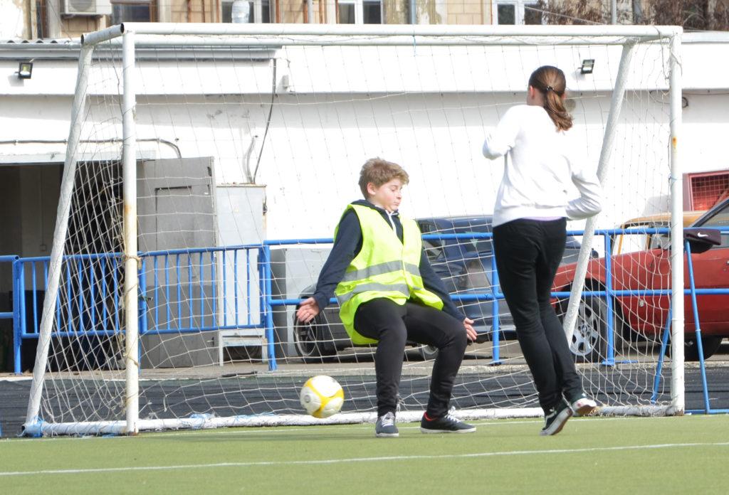 Для детей из «Дороги к Дому» провели первую футбольную тренировку в 2017 году.