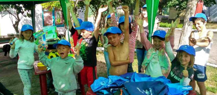 К детям из летнего лагеря «Дороги к Дому» приехала посылка из Франции