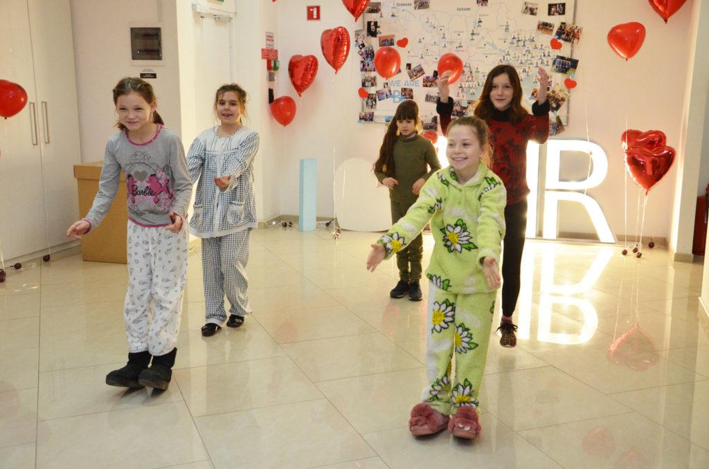 Воспитанники «Дороги к Дому» поздравили компанию «BIIR Украина» с Днем Святого Валентина