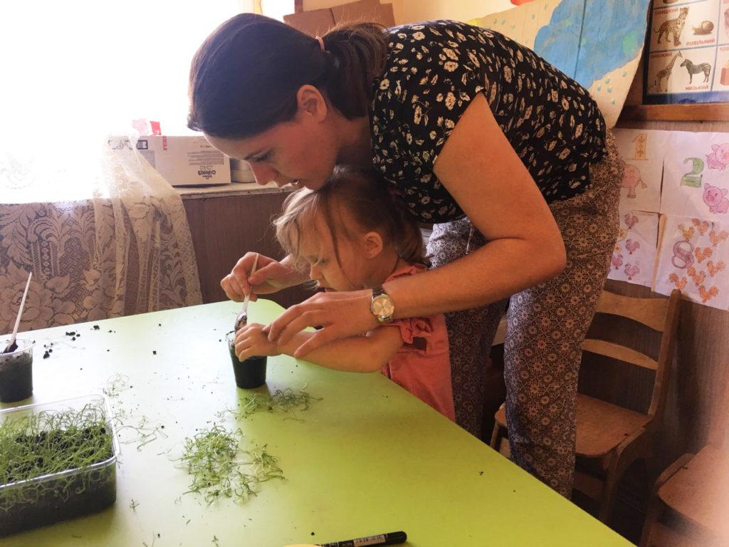 В «Дороге к Дому» детей-дошкольников из семей переселенцев приучают к взаимодействию с окружающим миром