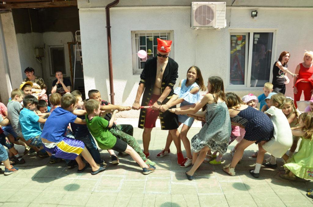 Фонд «Дорога к Дому» поздравил 70 детей из кризисных и неблагополучных семей с Международным Днем защиты детей.