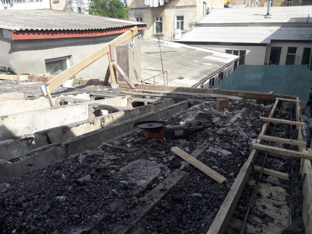 У гончарной студии новая крыша!
