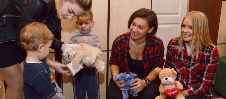 Малыши из «Улыбки» принимают гостей