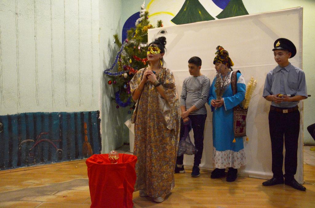 Новогодний спектакль в «Дороге к Дому»